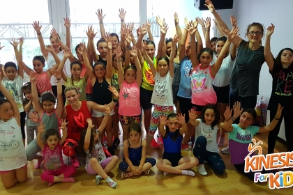 Zumba Masterclass με μαμάδες και παιδιά στο ΚΔΑΠ Kinesis for Kids